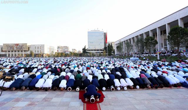 Fitër Bajrami/  Besimtarët myslimanë falen nesër  në