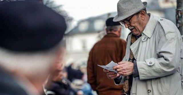 Edhe shqiptarët po plaken si e gjithë Europa! Monitor sjell