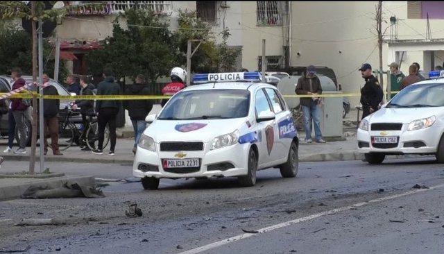 Përplasen dy makina në Vorë, njëri shofer dërgohet