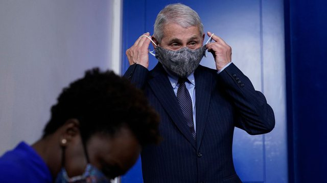 Drejt normalitetit? Doktor Fauci sugjeron të hiqni maskat, por vetëm
