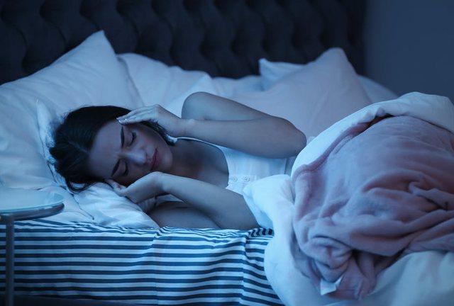 Sa orë gjumë të duhen vërtet dhe a fle si delfini? Disa