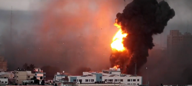 As the situation worsens, Israel also attacks the Gaza Strip from the ground