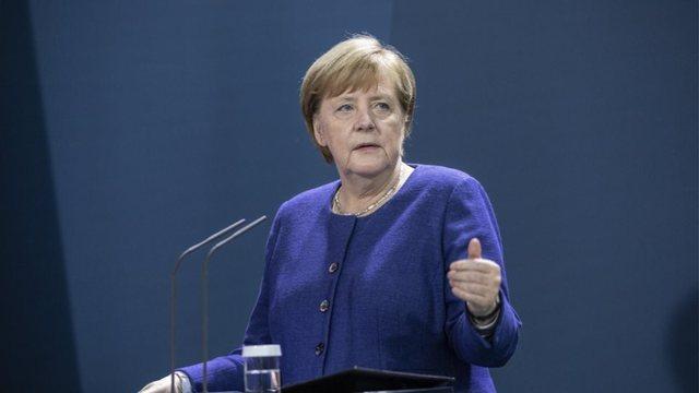 Merkel reagon pas protestave të emigrantëve në sinagoga: