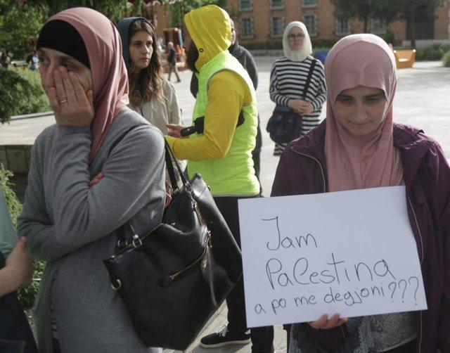 'Free Palestine', protestë në Tiranë për sulmet e