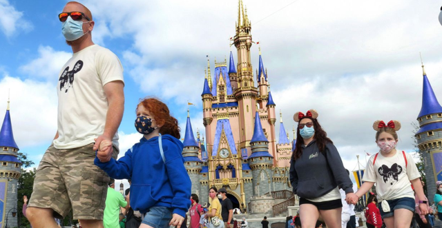 Në Disney tani mund të hysh pa maska