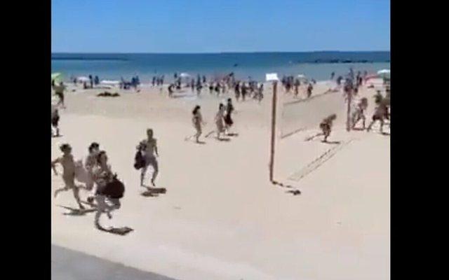 Fotot/ Në Tel Aviv njerëzit lënë me vrap plazhin pas
