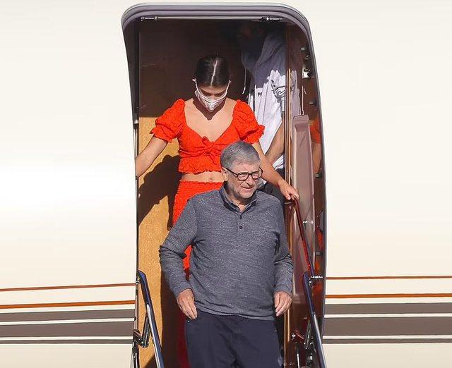 Bill Gates për darkë me vajzën dhe të dashurin e saj, por