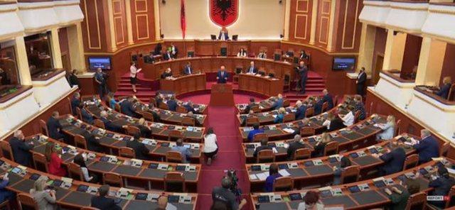 Kuvendi shkarkon Presidentin, krijohet precedenti i parë në