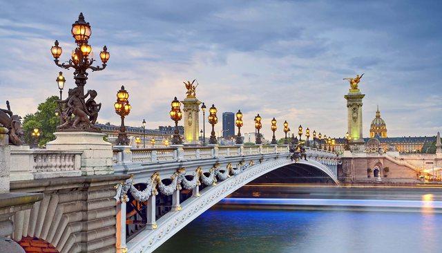 Franca hap nga sot kufijtë për shqiptarët, por jo për