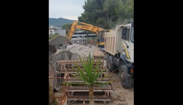The demolition of illegal buildings on the coast continues