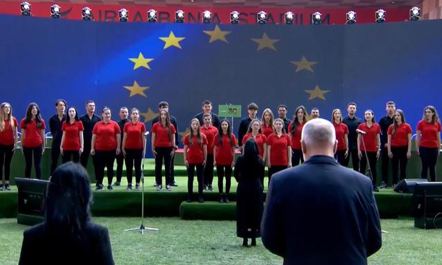 Çelet Kongresi i PS me himnin kombëtar dhe atë europian! Ndiqet