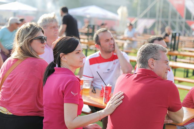 FOTO/ Ke qenë në Tirana Fan Zone? Nëse jo, merr miqtë dhe