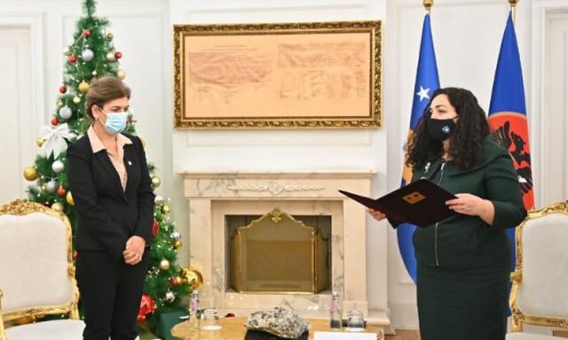 Vjosa Osmani shkarkon kryetaren e KQZ Valdete Daka, arsyet