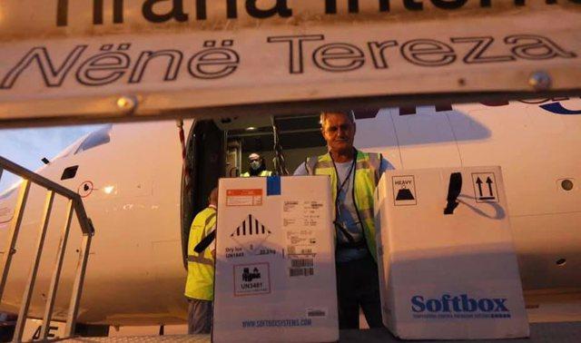 Mbërrijnë 11 mijë doza Pfizer në Rinas! Shqipëria ka