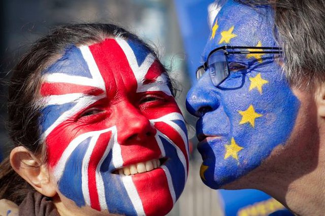 Brexit / EU citizens are given a deadline, what to do if they want to continue