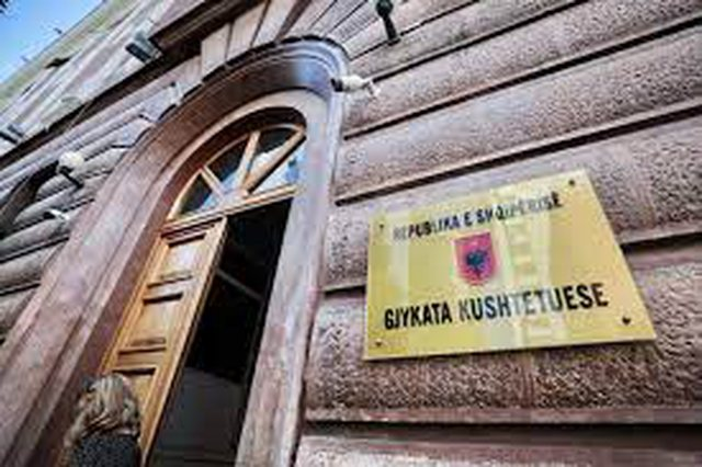 The Constitutional Court suspends the decision for the local elections of June