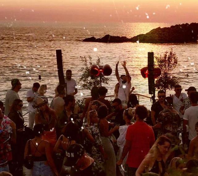 Sundance Party në Folie Marine, muzikë, pije, njerëz të