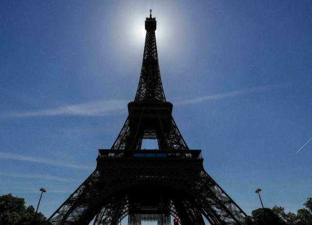 Rihapet pas 9 muajsh Kulla Eiffel, por me rregulla të reja