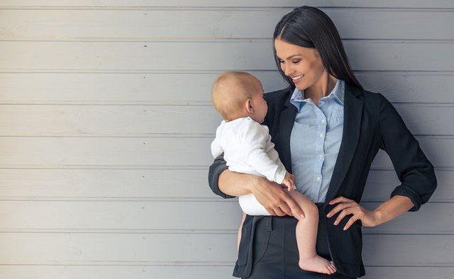 Synimi për karrierë shtyn moshën e lindjes tek gratë