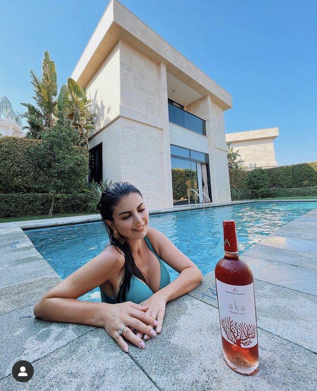 Rudina Dembacaj këtë verë zgjodhi rrobabanjot më të