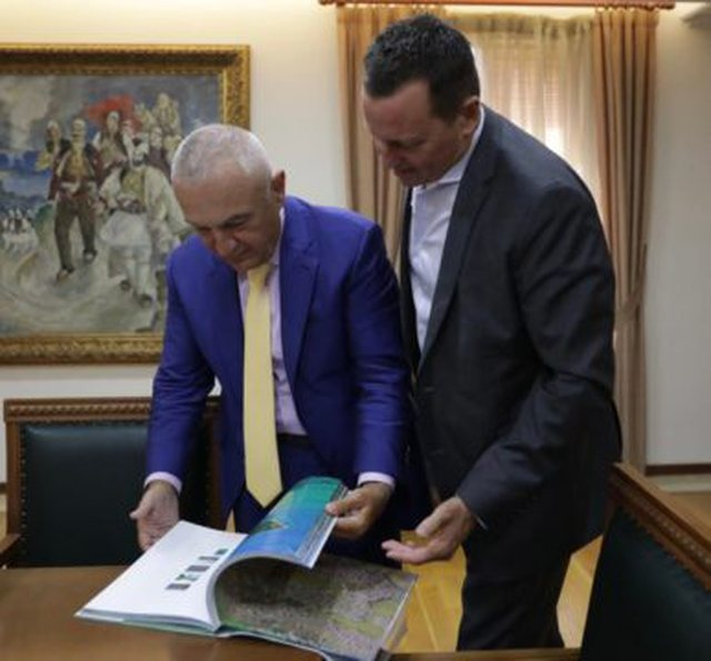 Meta after meeting with Grenell: I support his efforts to promote regional