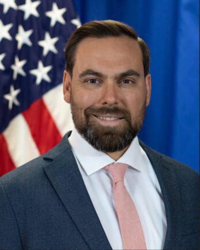 Zv.ambasadori i ri amerikan në Tiranë, flet shqip: Pres me padurim