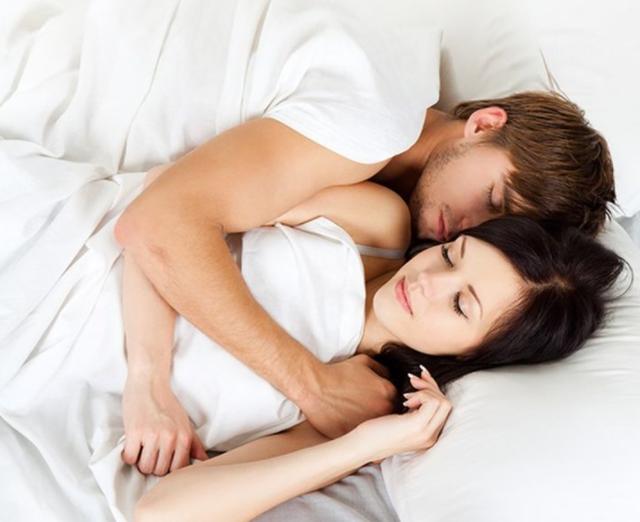 Çfarë bën një çift i lumtur para se ta