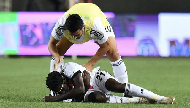 Video / Fear in the Turkish team, the footballer falls unconscious on the field