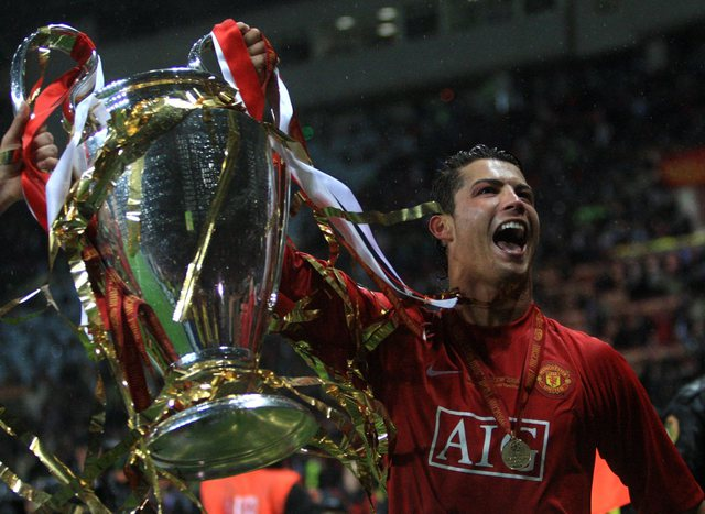 Official / Cristiano Ronaldo returns to Manchester United after 12 years