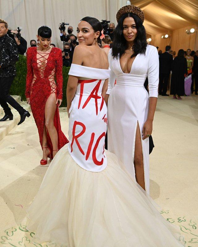 Për herë të parë në Met Gala, fustani me mesazh i