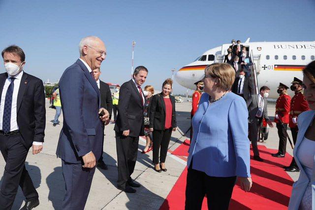 Mbërrin në Rinas kancelarja Angela Merkel