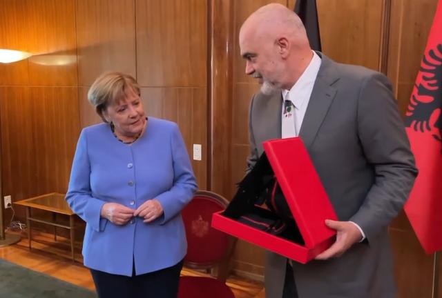 Rama gives Merkel Cordon a star of gratitude