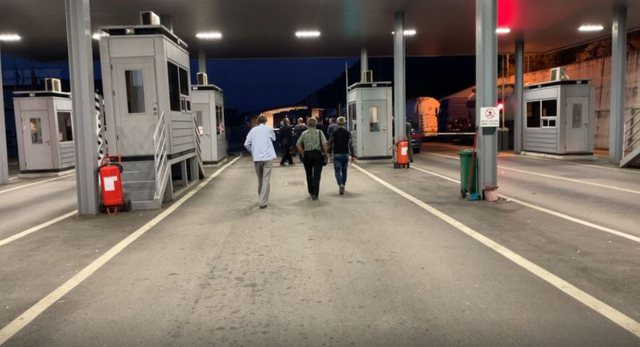 Albanian travelers blocked at the border of Montenegro: They do not know our