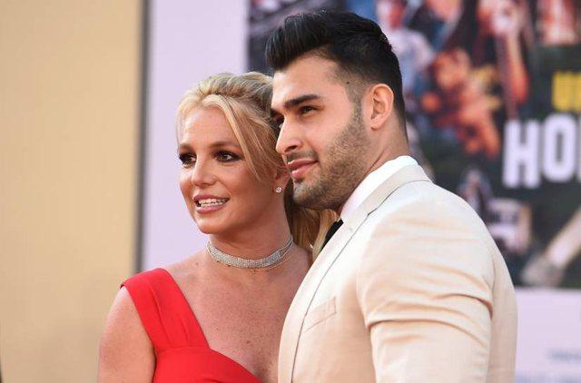 Britney Spears mbyll Instagramin dy ditë pasi njoftoi fejesën me Sam