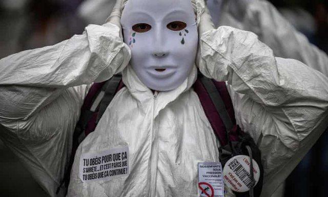 Franca pezullon 3,000 punonjës shëndetësorë pasi refuzuan