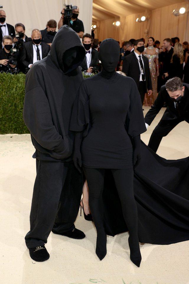 Dashuri apo thjesht suport? Kanye West publikon foton e Kim Kardashian nga Met