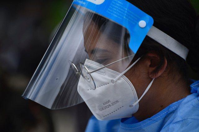 Mjekut i hiqet licensa pas deklaratave se mbajtja e maskave mund të