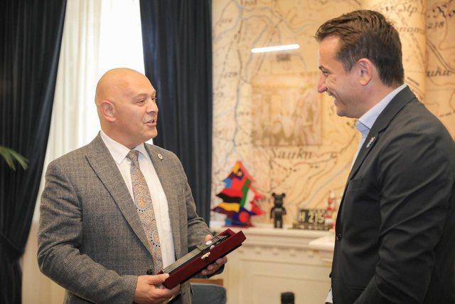 Kreut të Komunës së Gjakovës i dhurohet Kulla e Sahatit: