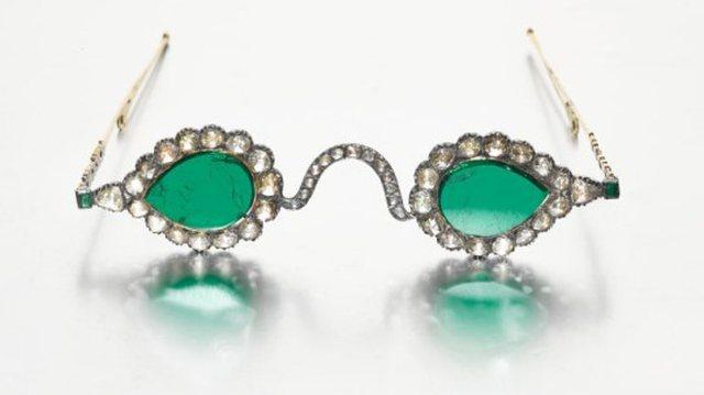 Supersticioni për këto syze shekullore që pritet të shiten