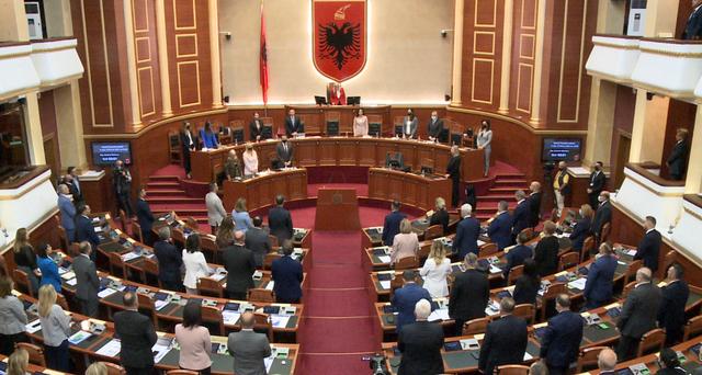 Kuvendi mban 1 minutë heshtje për minatorin e Bulqizës