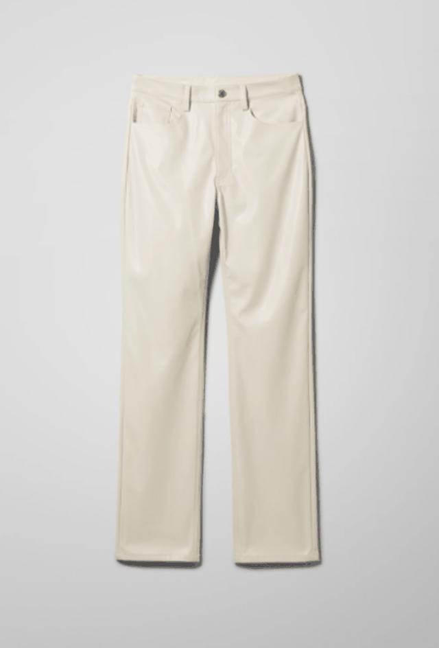 Pantallonat e lëkurës must për vjeshtën: 9 modele si