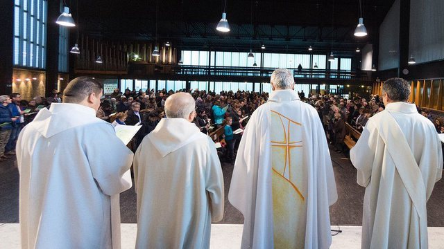 Scandal in France: 216 thousand young people abused by Catholic Church priests,