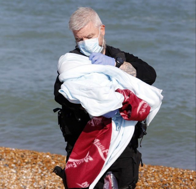 Photo / Record of immigrants in Britain: Newborn baby rescued after 9-hour