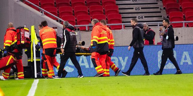 The national football player is operated on, he loses three important challenges