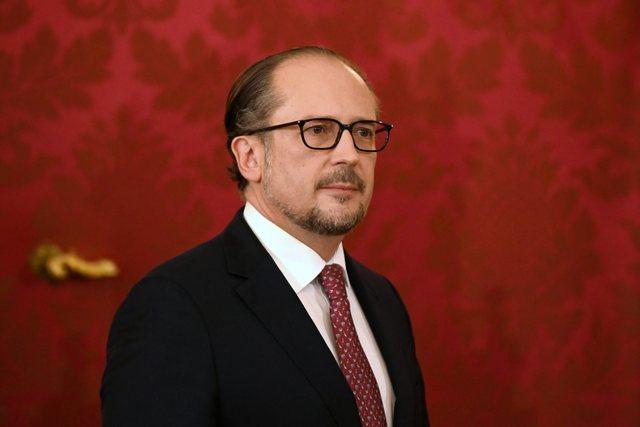 Following Kurtz's resignation, the new Austrian chancellor is sworn in