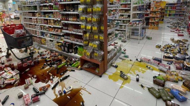 Pas tërmetit të fuqishëm, alarm për tsunami në