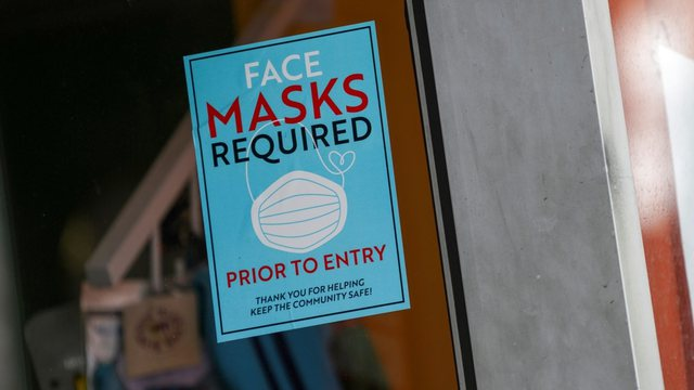 Përse po këshillohet sërish vendosja e maskës edhe pas