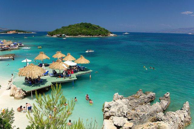 Turizmi humbi 1.1 mld euro nga pandemia, por dhe shqiptarët kursyen 915 mln