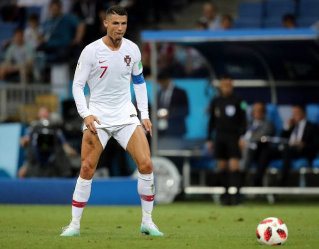 sports shoes 16c51 ead64 Ronaldo's secret is revealed, because he always wears long ...