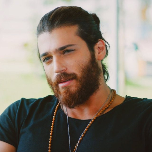 Can Yaman crazy after the Albanian singer, see what they do